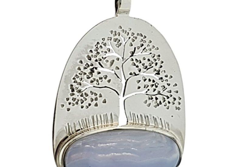 Colgante Calcedonia Azul y plata con el árbol de la vida