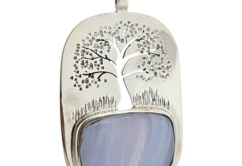 Colgante del árbol de la vida y calcedonia azul en plata