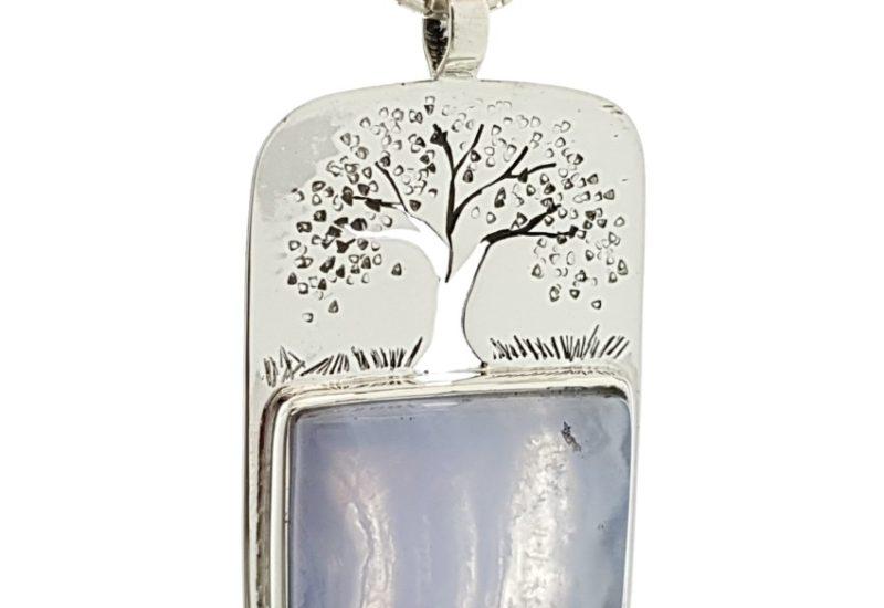 Colgante con símbolo del árbol de la vida y calcedonia azul