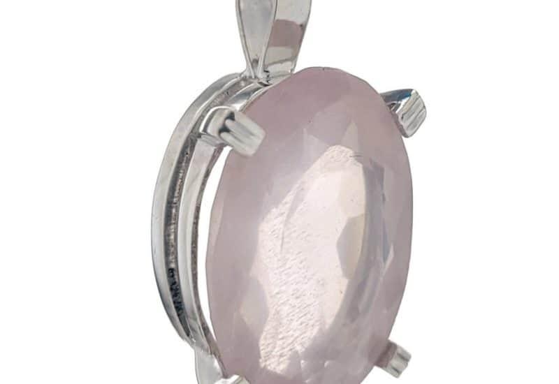 Colgante fabricado en plata y Cuarzo Rosa de talla oval