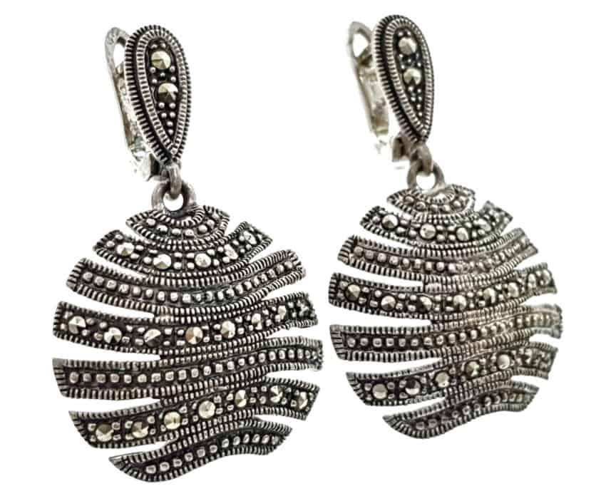 Pendientes de plata, elige entre cientos de pendientes, aros, circonitas, perlas, celtas, con símbolos y mucho más y mejora tu look tanto como desees.