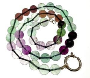 Collares de piedras semipreciosas ¿No te parece fascinante poder disfrutar de joyas compuestas por pedacitos de nuestra madre naturaleza cayendo sobre tu pecho?