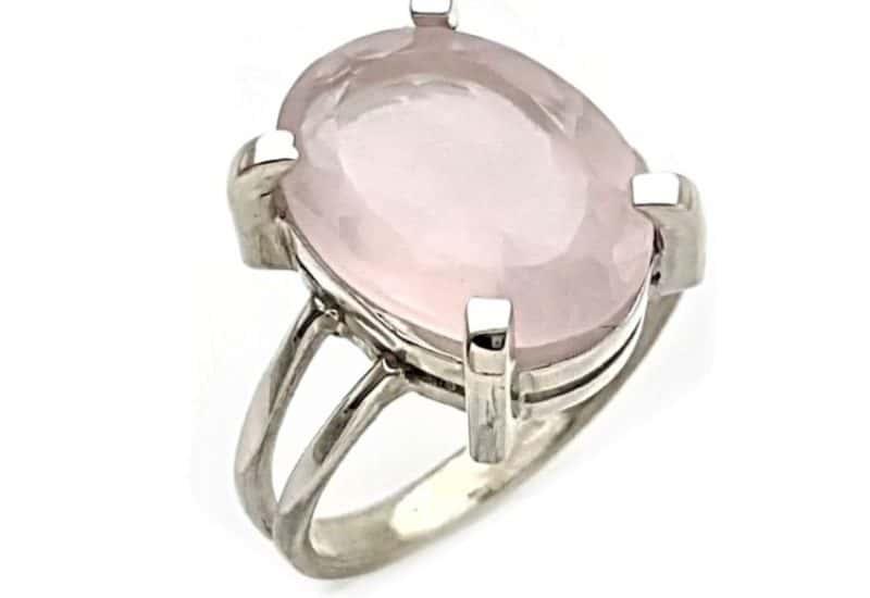 Anillo cuarzo rosa talla 17 piedra oval facetada.