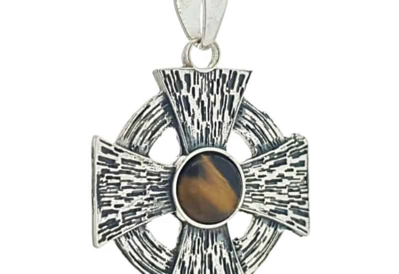 Cruz de Malta en plata con ojo de tigre