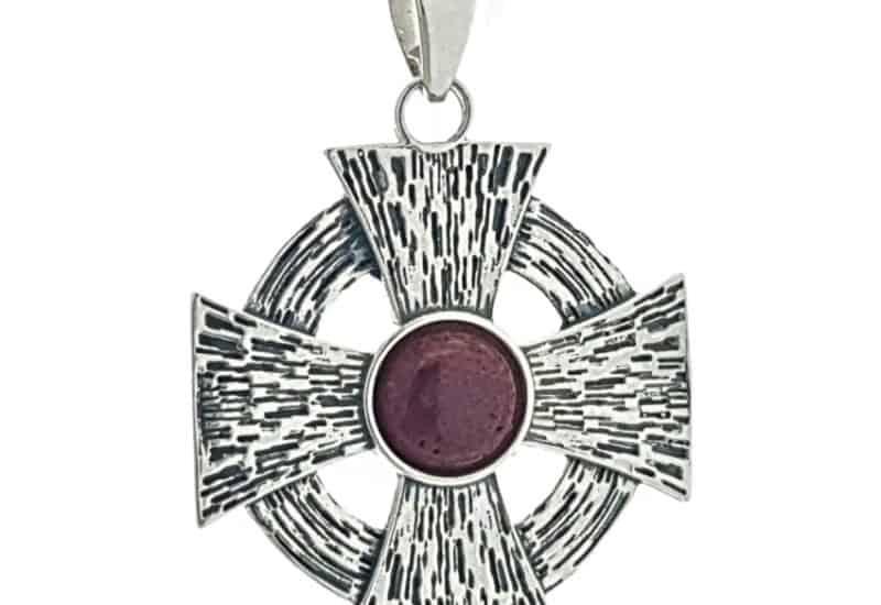 Cruz de Malta en plata con Raíz de Coral