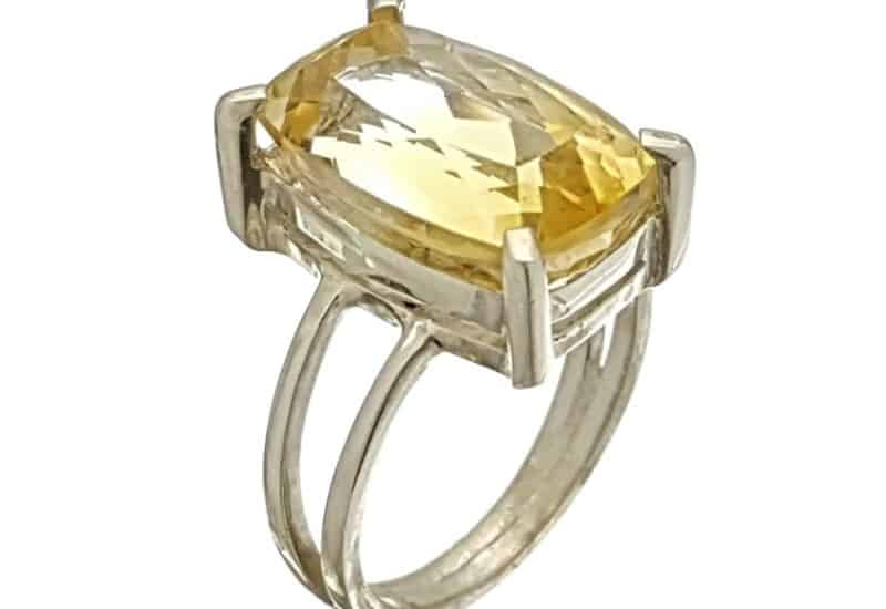 Anillo citrino, piedra rectangular facetada de talla 15