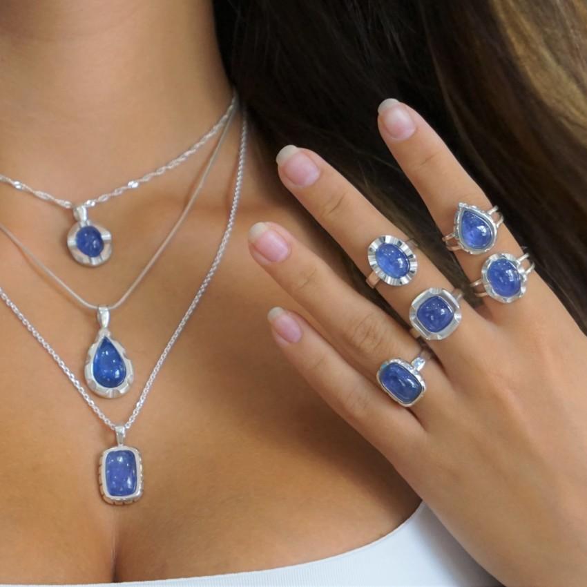 La piedra de moda, la tanzanita, montada en joyas de plata