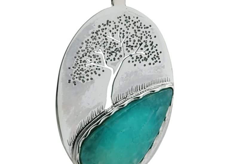 Colgante lágrima de Amazonita con el grabado del árbol de la vida.