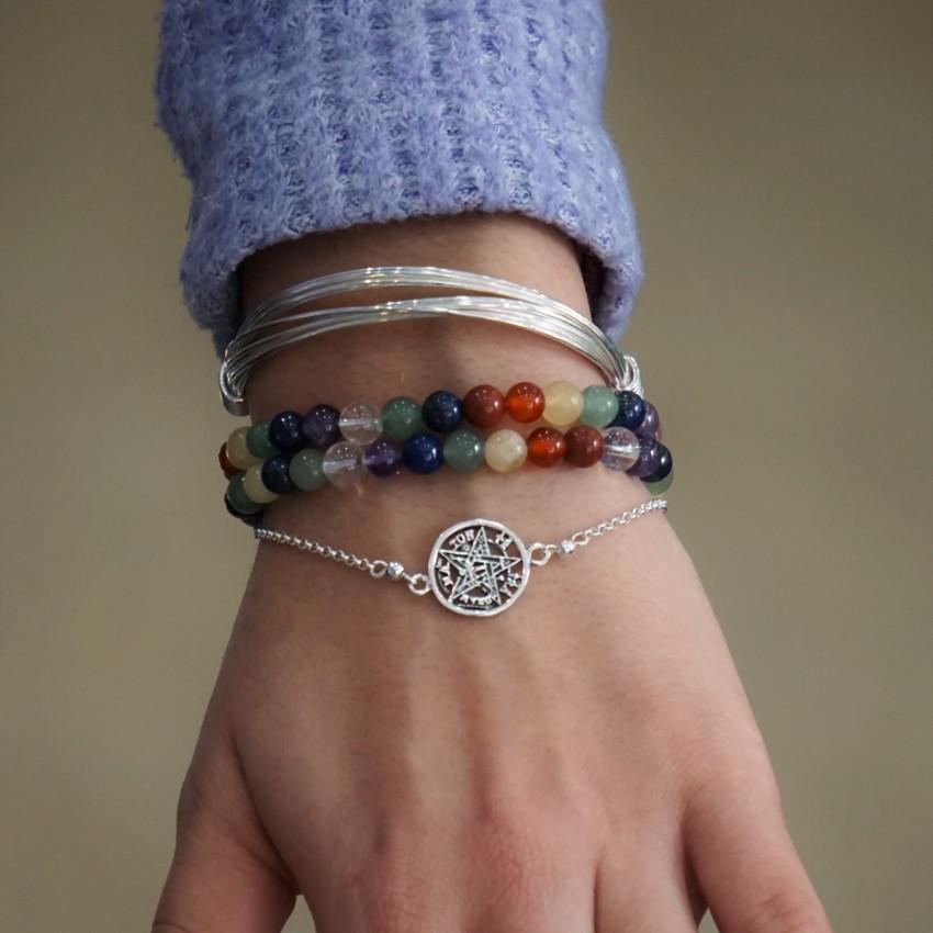 Pulsera de los chakras combinada con la pulsera tetragramatón y de hilos africana