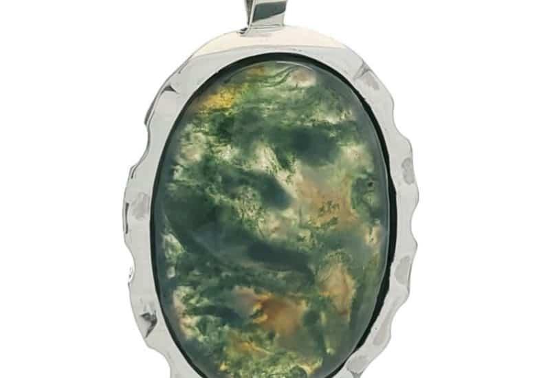 Colgante de plata 925 y piedra oval de ágata musgosa.