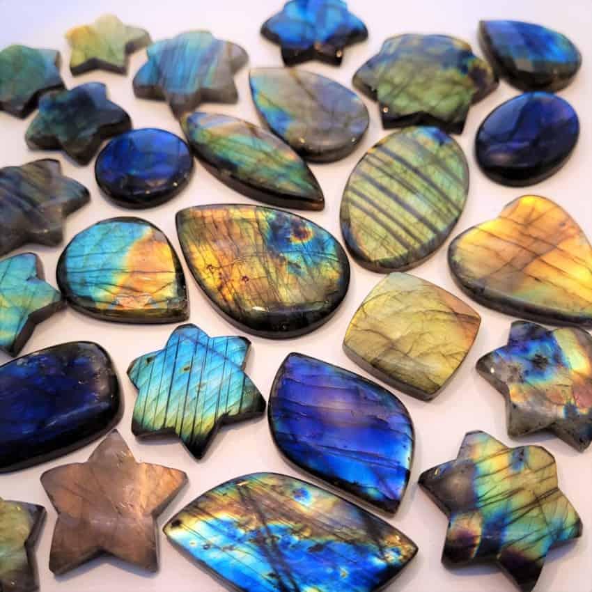 Piedras cabujones de labradorita espectrolita