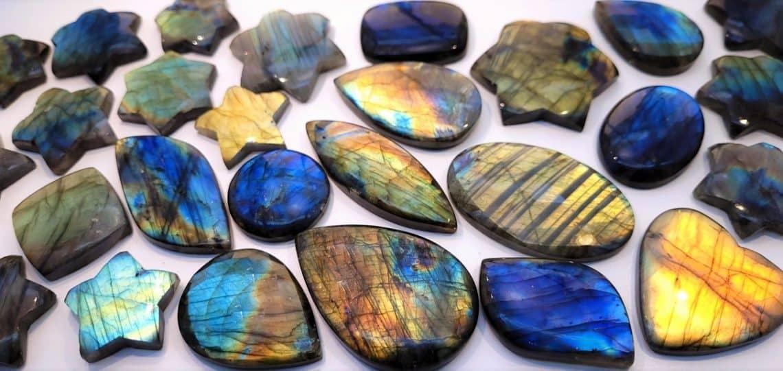 Piedra Labradorita propiedades, características, usos, como identificarla... y mucho más