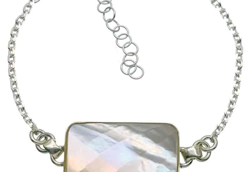 Pulsera de plata con piedra central rectangular de nácar facetada