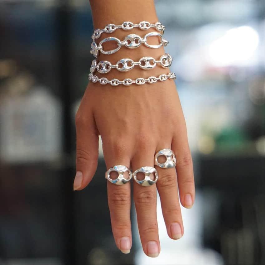 Pulseras realizadas en plata inspiradas en el calabrote y anillos a juego