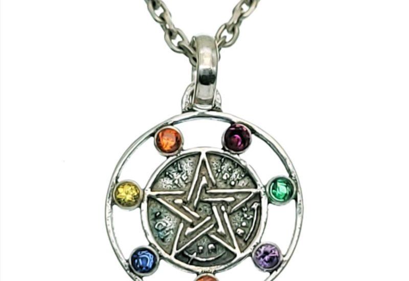 Colgante pentagrama con los siete chakras en plata 925