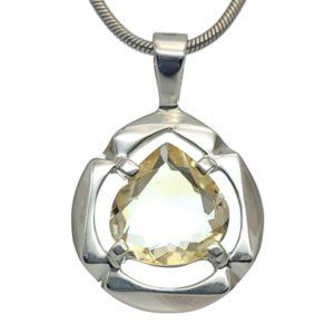 Colgante de cuarzo citrino de talla en pera montado en plata 925