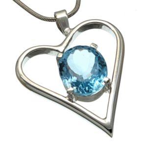 Colgante corazón de plata 925 con piedra de topacio azul